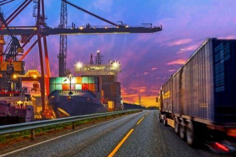 C9_trucking_to_port