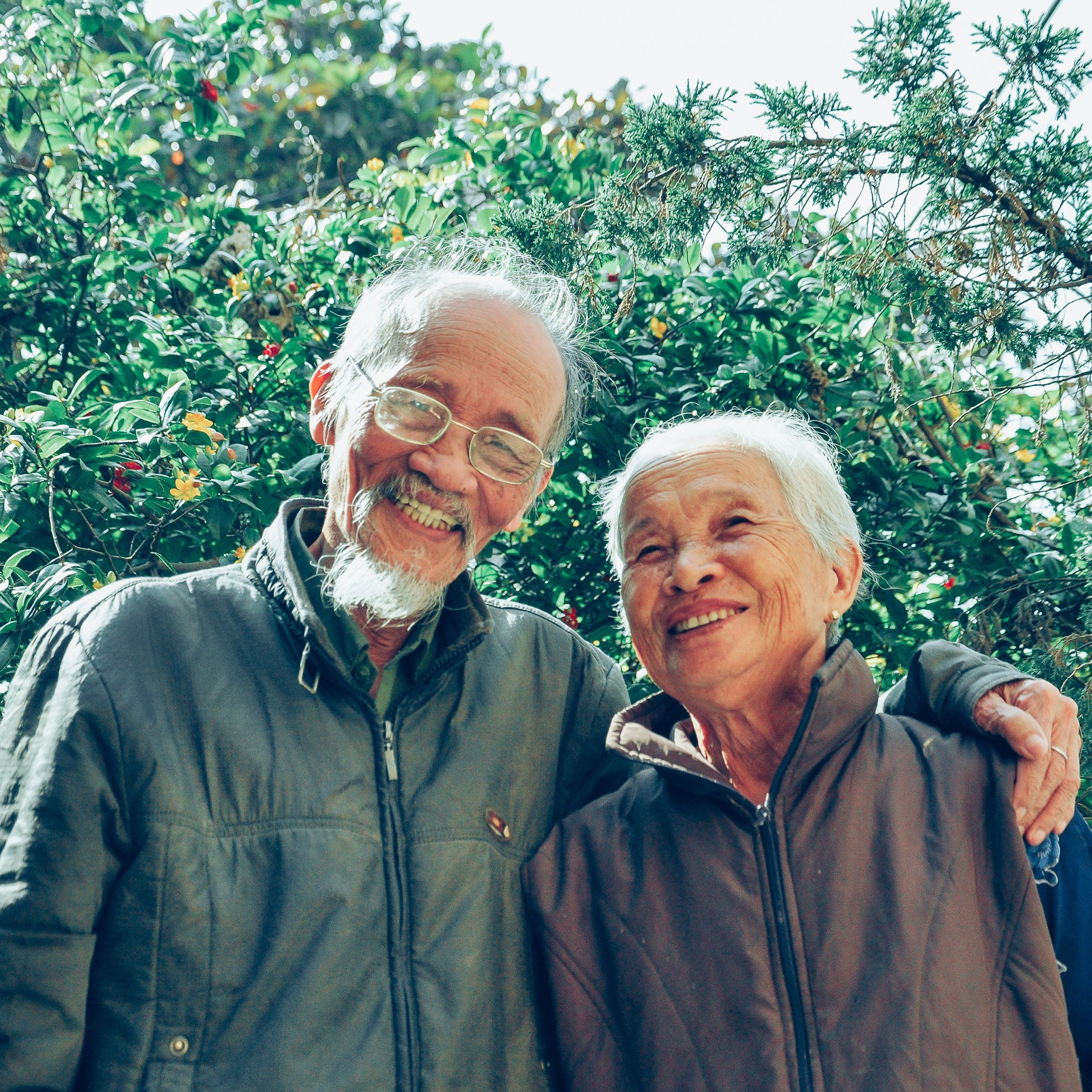 delaying-enrollment-old-couple